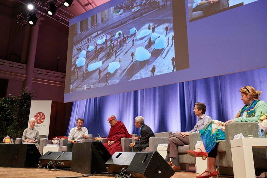 El Dalai Lama defiende «el poder de la educación» en Bruselas