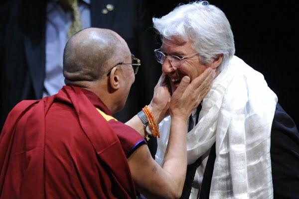 Richard Gere estudia instalar un gran centro de Budismo en Alcorcón